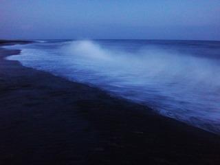 夕闇のサーフ.JPG